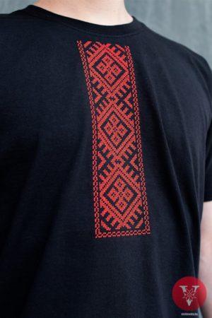 Черная мужская вышимайка с красной вышивкой