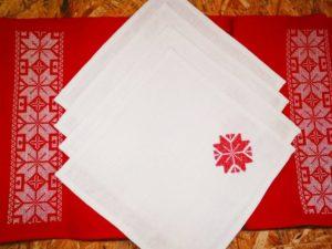 Подарочный набор (скатерть, 4 салфетки)